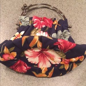 abba Bags - Abs floral clutch purse. Super fun bag 💼